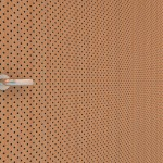05---CLARO-DotsT-D3192-puerta-y-pared